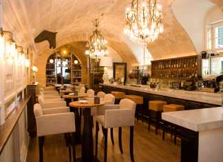 Flott bar, cigarrer, avskild restaurang, stenvalv, lyxiga lokaler,