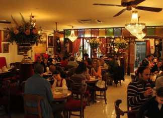 Historiskt kafé i Palma, Choklad, glass, ensaimadas, bakverk.