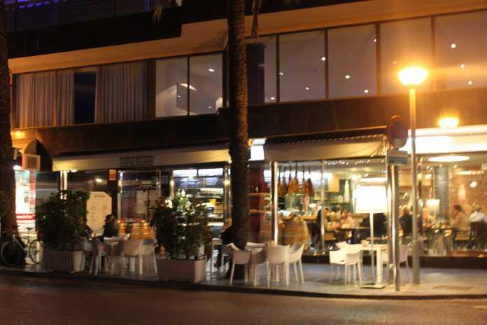 Tapasrestaurang på Paseo Maritimo i Palma.