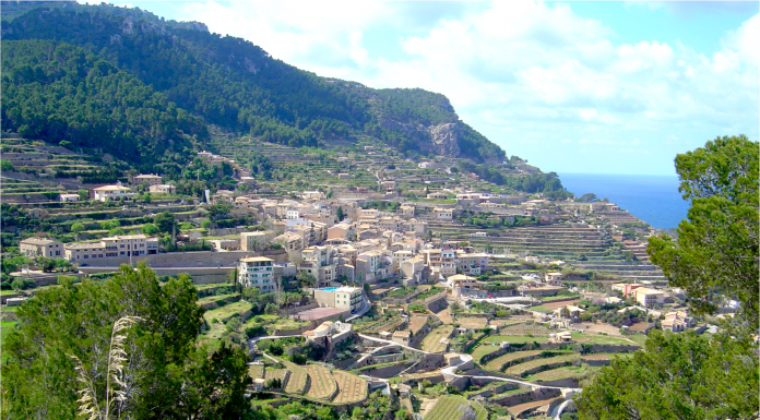 Banyalbufar, Odlingsterasser, bergsby, Nordvästra Mallorca, Tramuntana