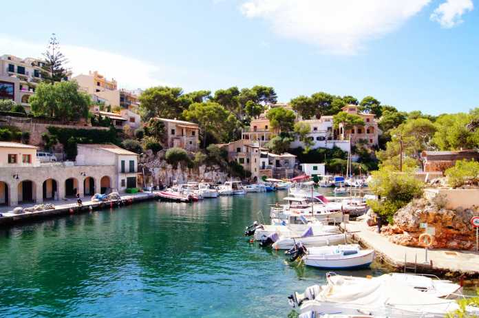 Gammal fiskeby, vacker fiskeby, fiskrestauranger,